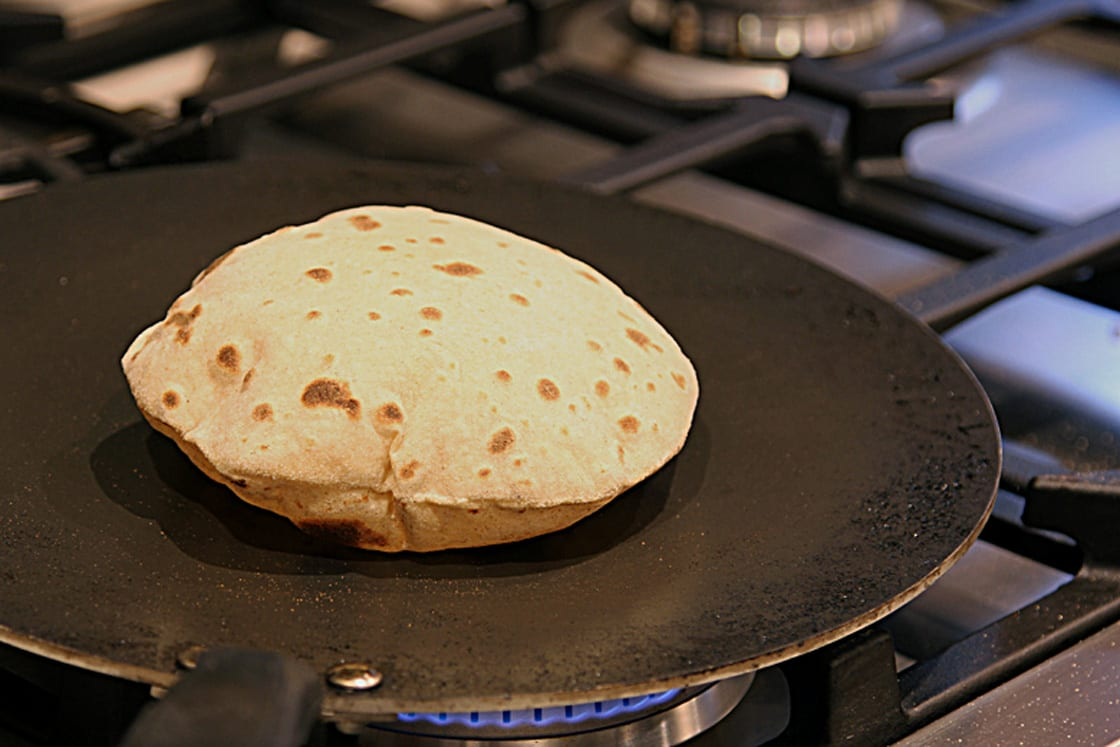 10 Best Tawa for Making Roti at Home [Buying Guide] - NomList