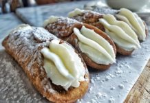 What the eat in Sicily - Cannoli